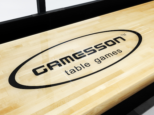 Gamesson - shuffleboard - closeup of logo on board