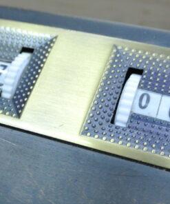 Manual counter for shuffleboard